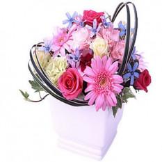 Panier d'arrangements floraux