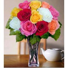 Vase à roses mélangées