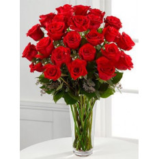 2 douzaines de roses dans un vase