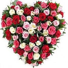 Roses en forme de coeur avec 101 roses