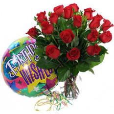 Roses en vase avec un ballon d'anniversaire