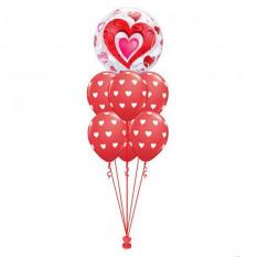 Coeur rouge de luxe et coeurs rouges en filigrane
