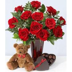 12 Roses rouges, ours en peluche et chocolats