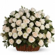 Panier de 50 roses blanches