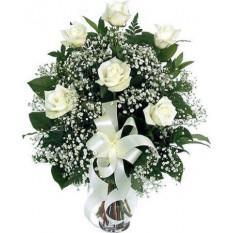 6 Roses blanches dans un vase en verre
