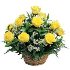 Panier à 12 roses jaunes