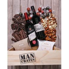 Caisse pour homme remplie de collations et de vin