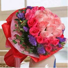 Bouquet rond de 12 roses aux roses chaudes et 21 roses